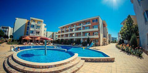 teren hotelu, basen, brodzik