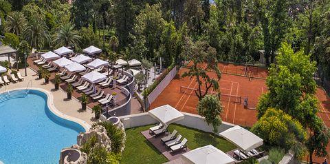 teren hotelu, basen, korty tenisowe