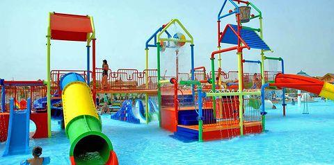 teren hotelu, basen, aquapark, zjeżdżalnia, brodzik, dla dzieci