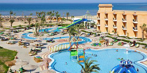 teren hotelu, basen, zjeżdżalnia