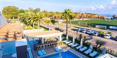 teren hotelu, basen, pool bar