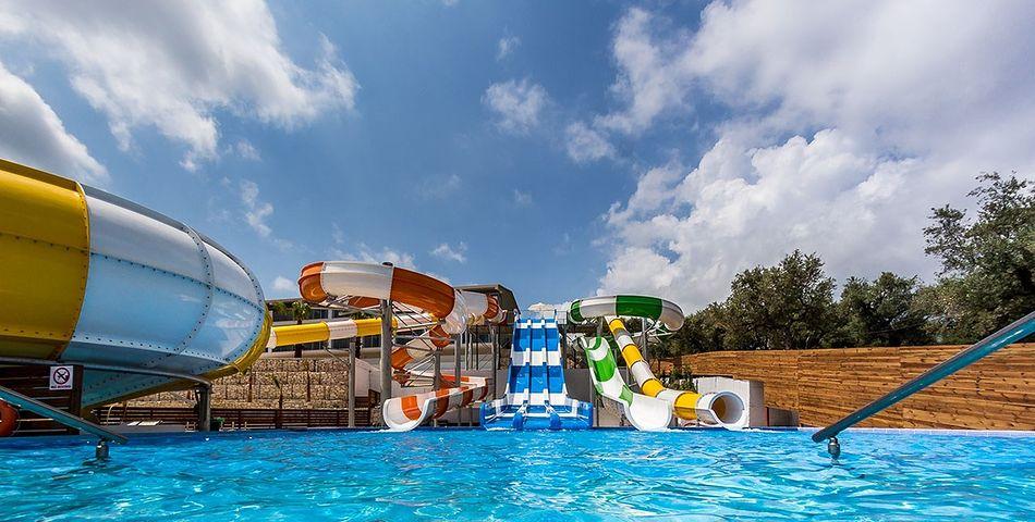 basen, aquapark, zjeżdżalnia
