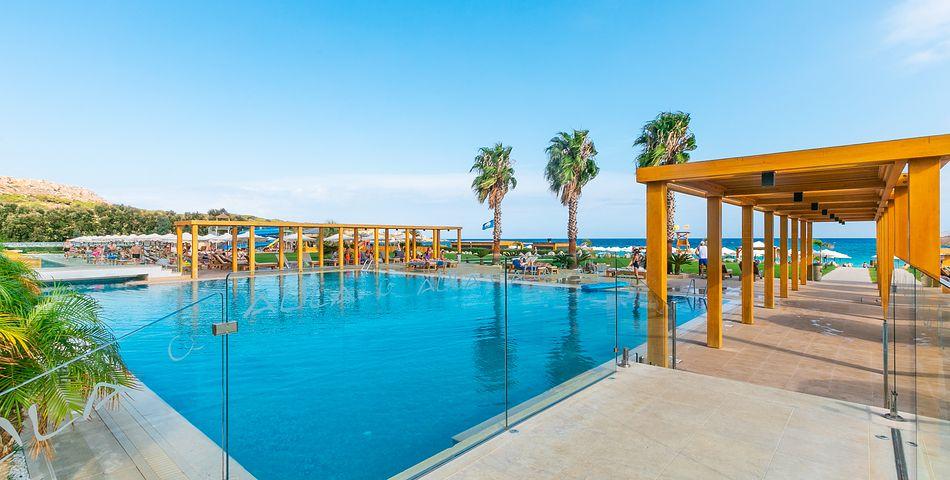 teren hotelu, basen, wakacjepl