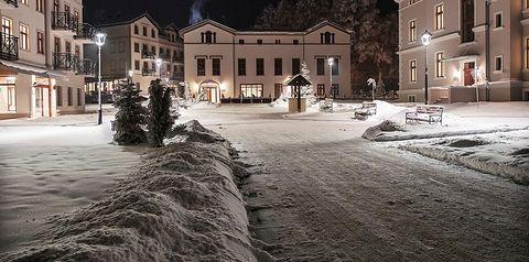budynek główny, teren hotelu, zwiedzanie