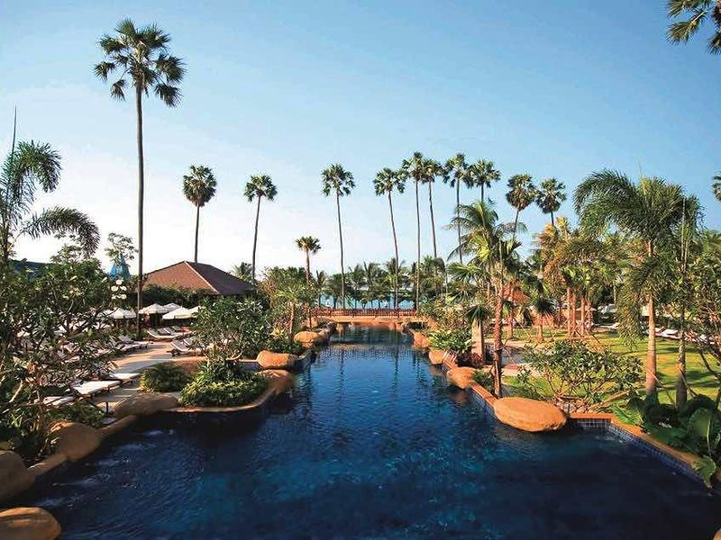 Jomtien Palm Beach Resort