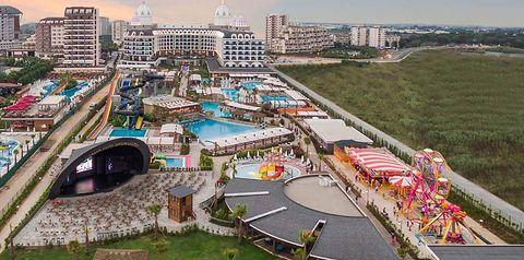 teren hotelu, basen, aquapark, zjeżdżalnia, rozrywka