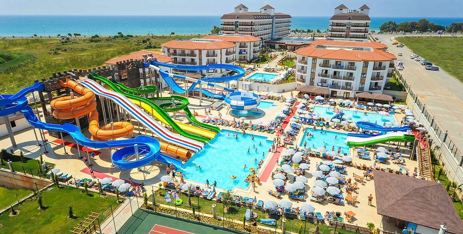 obiekt, teren hotelu, basen, aquapark, zjeżdżalnia