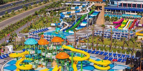 teren hotelu, aquapark, zjeżdżalnia