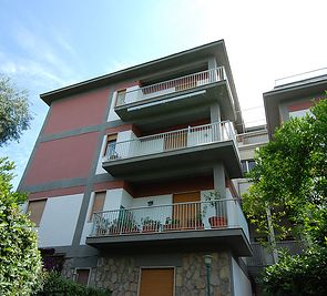 Ap. Riviera Massa